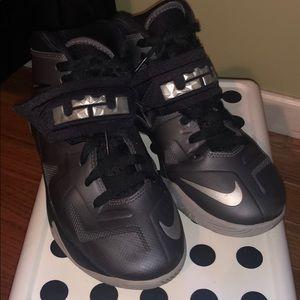 Boys Nike Lebron size 4.5 sneaker